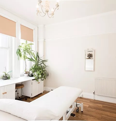 physical therapy specialist_Holistic Rehab Clinic_Physiotherapy - Osteopathy London - WC1X-8NW